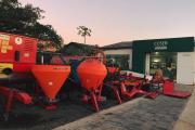 Trabalhamos na venda de máquinas e implementos agrícolas novos e usados, representando as melhores marcas do ramo para lhe atender seja qual for a sua necessidade no campo.